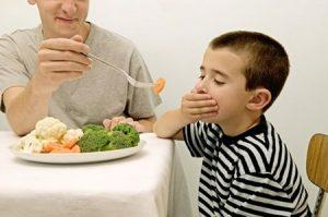 Biểu hiện của trẻ biếng ăn