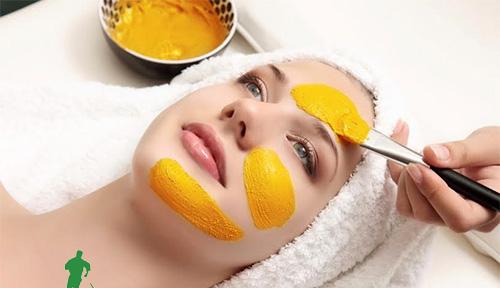 Đắp mặt nạ nghệ là cách làm đẹp da dành cho phụ nữ sau sinh