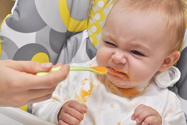 Trẻ biếng ăn do tâm lý và do bệnh lý khác nhau