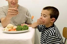 Trẻ biếng ăn cần làm gì