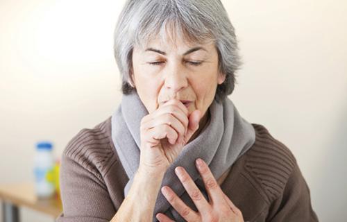 Ho kéo dài là dấu hiệu điển hình của bệnh ung thư vòm họng