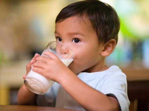 Sữa tốt cho trẻ suy dinh dưỡng khi mẹ cho uống đúng cách vì ở mỗi độ tuổi sẽ có nhu cầu hấp thụ sữa khác nhau
