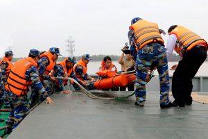 Diễn tập Sơ,cấp cứu,phân loại,vận chuyển và điều trị bỏng bệnh nhân bằng cáng chuyên dụng