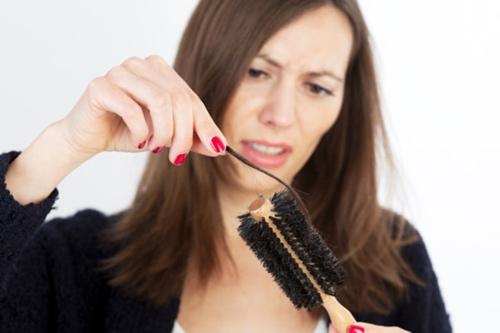 Các hiện tượng rụng tóc sau sinh
