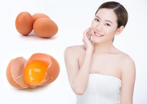 Đắp mặt nạ với lòng trắng trứng gà