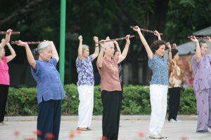 Tập thể dục buổi sáng, hít thở không khí trong lành là một thói quen tốt cho sức khỏe.