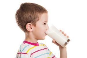 Uống sữa để nâng cao sức đề kháng