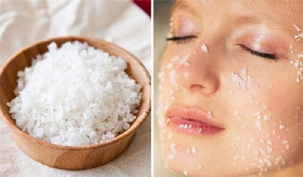Rửa mặt bằng nước muối để trị mụn