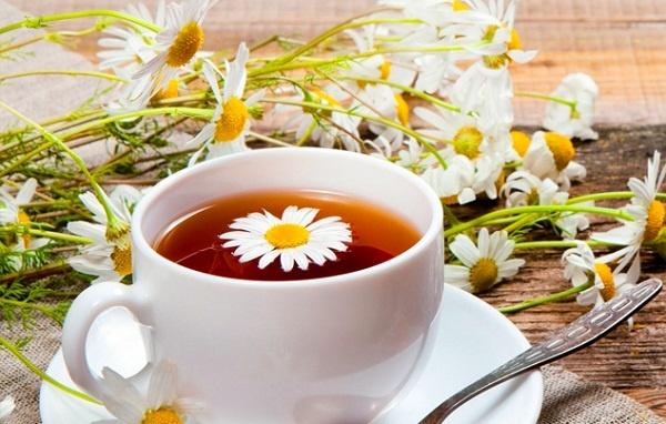 Chữa đau bụng cho trẻ bằng trà hoa cúc